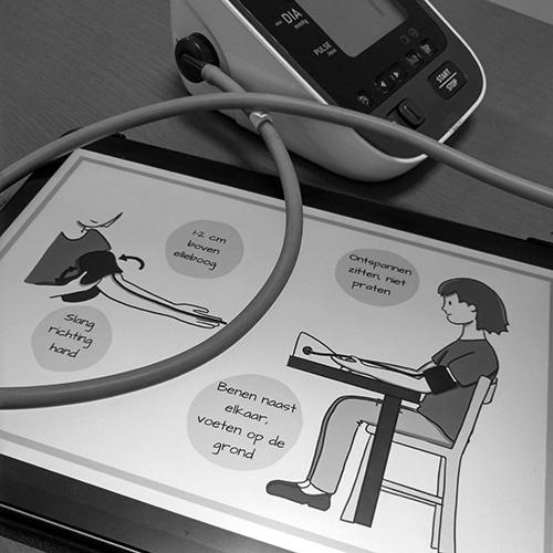 Studio Nons | Instructie bloeddrukmeter