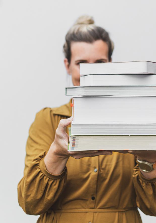 Studio Nons stapel studieboeken
